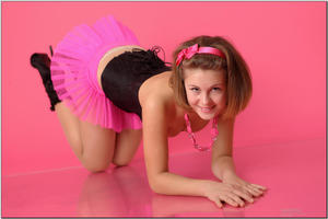 http://img128.imagevenue.com/loc106/th_254555450_tduid300163_sandrinya_model_pinkmini_teenmodeling_tv_024_122_106lo.jpg