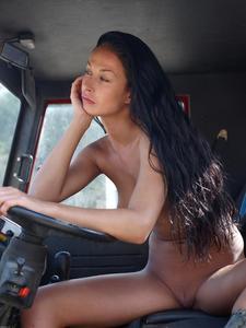 [Image: th_886830994_Hana_hegre_truck_driver_1_122_194lo.jpg]