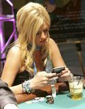 Nicky Hilton nip slip in the 4th pic Foto 77 (Ники Хилтон Nip Slip в 4 ПИК Фото 77)