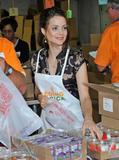 Кимберли Уильямс-Пэйсли, фото 8. Kimberly Williams-Paisley Kicks Off Feeding America's Hunger Action Month in Nashville, Tennessee - Sept 1, 2010, photo 8