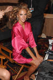th_96927_fashiongallery_VSShow08_Backstage_AlessandraAmbrosio-55_122_728lo.jpg