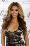 th_40641_celebrity_paradise.com_TheElder_Beyonce2010_03_02_Jay_ZMadisonSquareGarden11_122_836lo.jpg