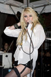 http://img128.imagevenue.com/loc939/th_68169_Taylor_Momsen_perfoms_during_the_Teen_Vogue_Fashion0s_Night_Out_Fashion_Show_2090910_23_123_939lo.jpg